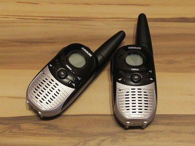 Distraction et sécurité des enfants grâce au talkie-walkie